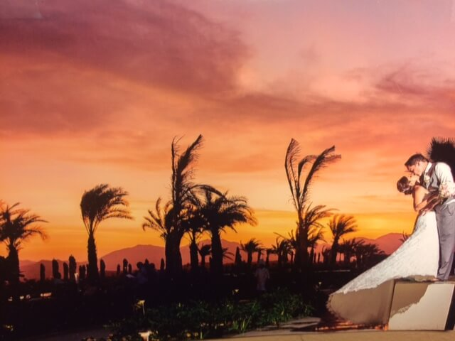 Mexican desert wedding couple kissing